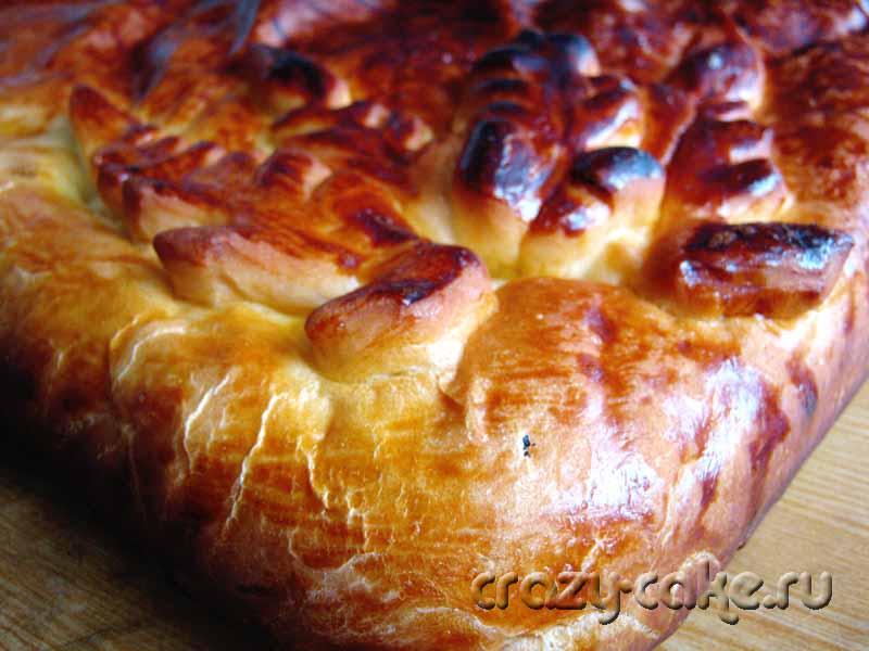 Закрытый яблочный пирог из дрожжевого теста